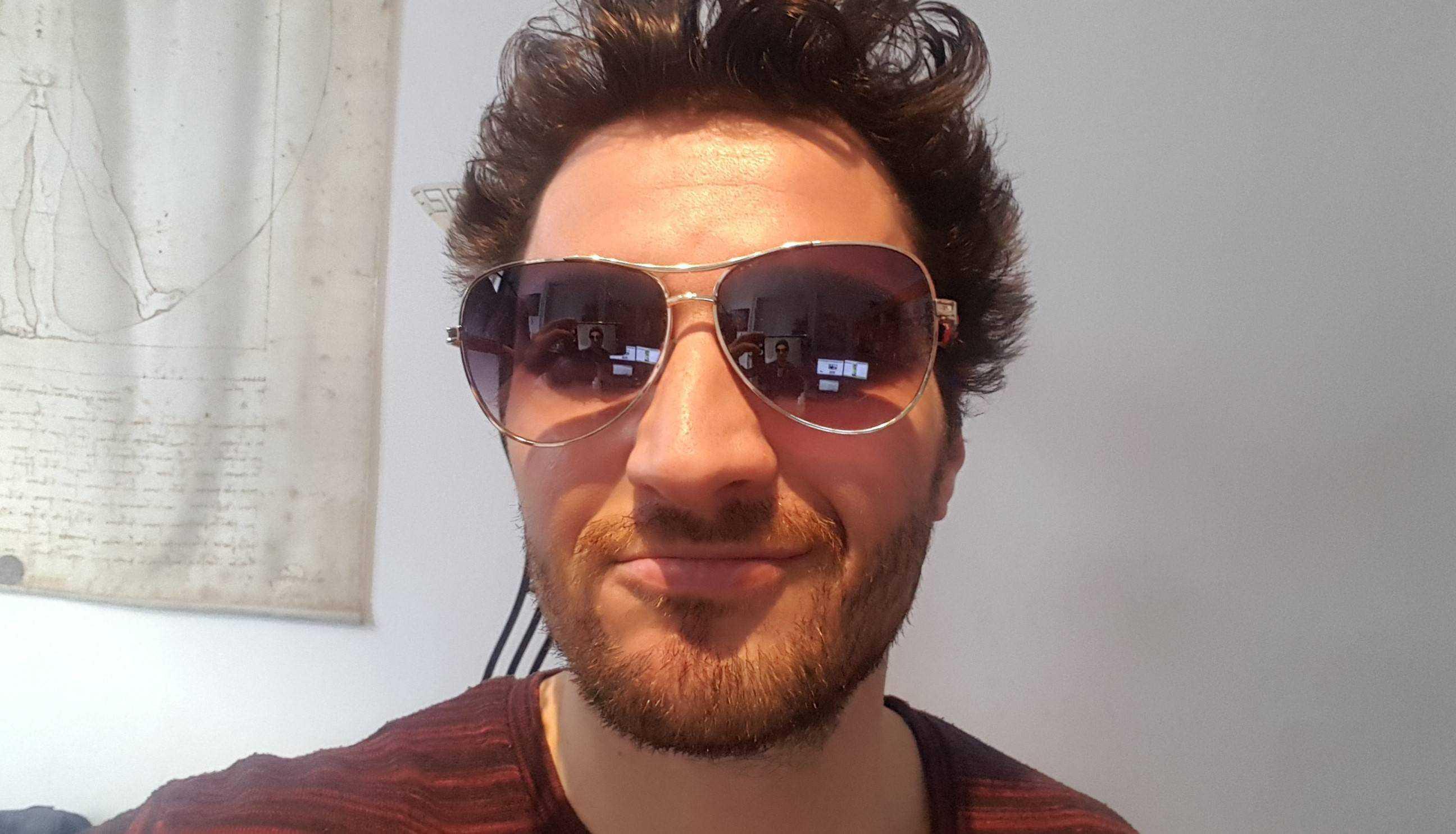 tinder profil fotos schlechtes Beispielfoto Sonnenbrille